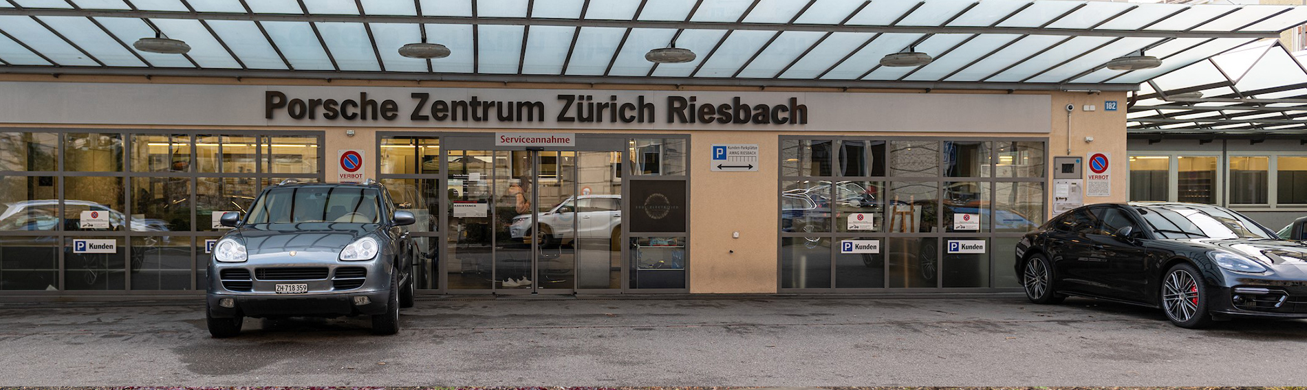 Czyszczenie w centrum Porsche w Zurychu (CH)